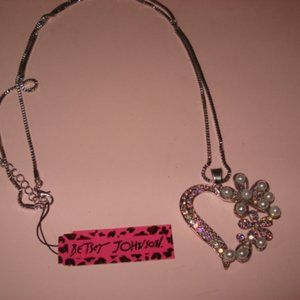 NWT Betsey Johnson Silver embellished heart neckla